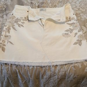 White Abercrombie and Fitch skirt